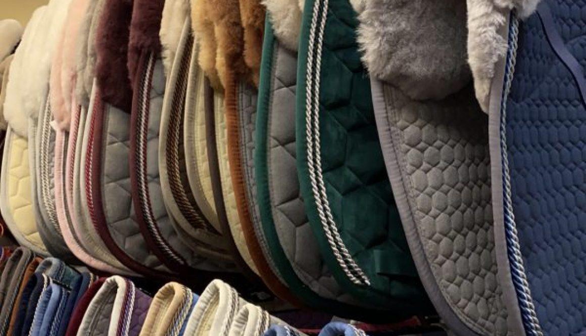 saddle pads color shape ans size